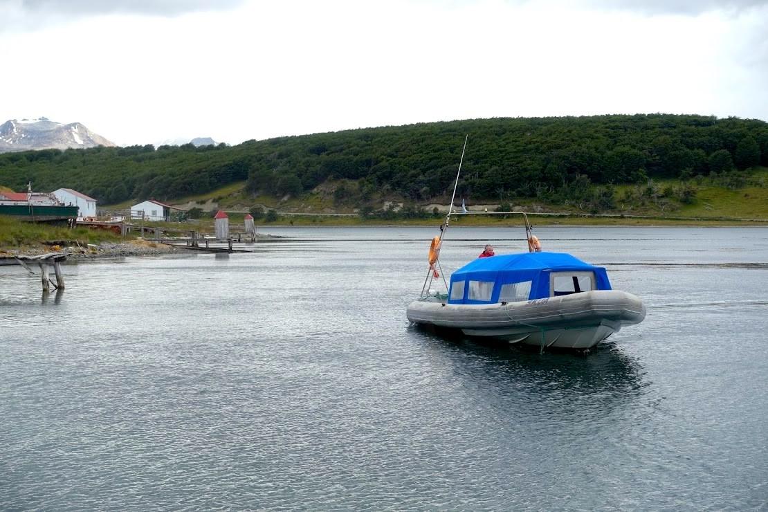 ビーグル水道ペンギンツアーのボート