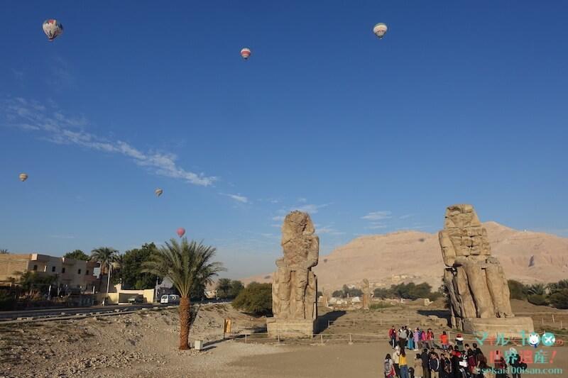 メムノンの巨像と気球