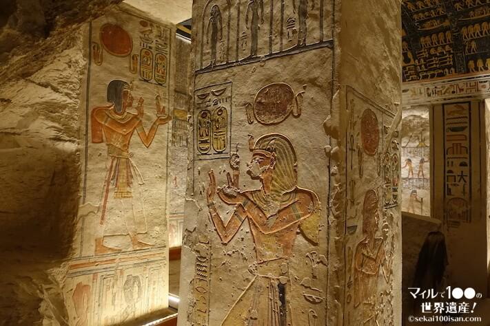 ラムセス6世王墓の柱